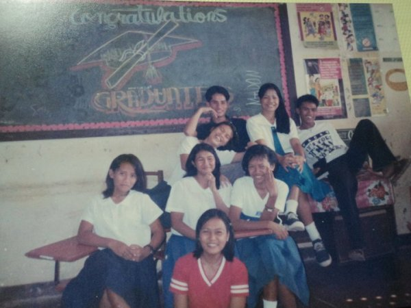 In here, is a fun moments with classmates when teachers are missing ;-) or shall I formally say on a conference. I'm that damsel on a red shirt. Probably, this photo was taken on a Wednesday, our alma mater's wash day.