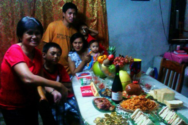 This was our last year's preparation for the new year celebration. With my hubby, kids and my superstitious mom.