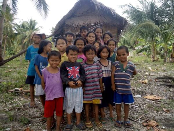 Wish I could have these kids in my own home this coming new year celebration. (Thanks Ronald Marzon for the photo)
